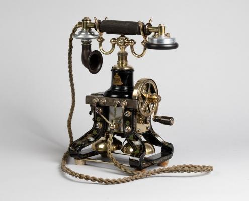 Skeleton telephone