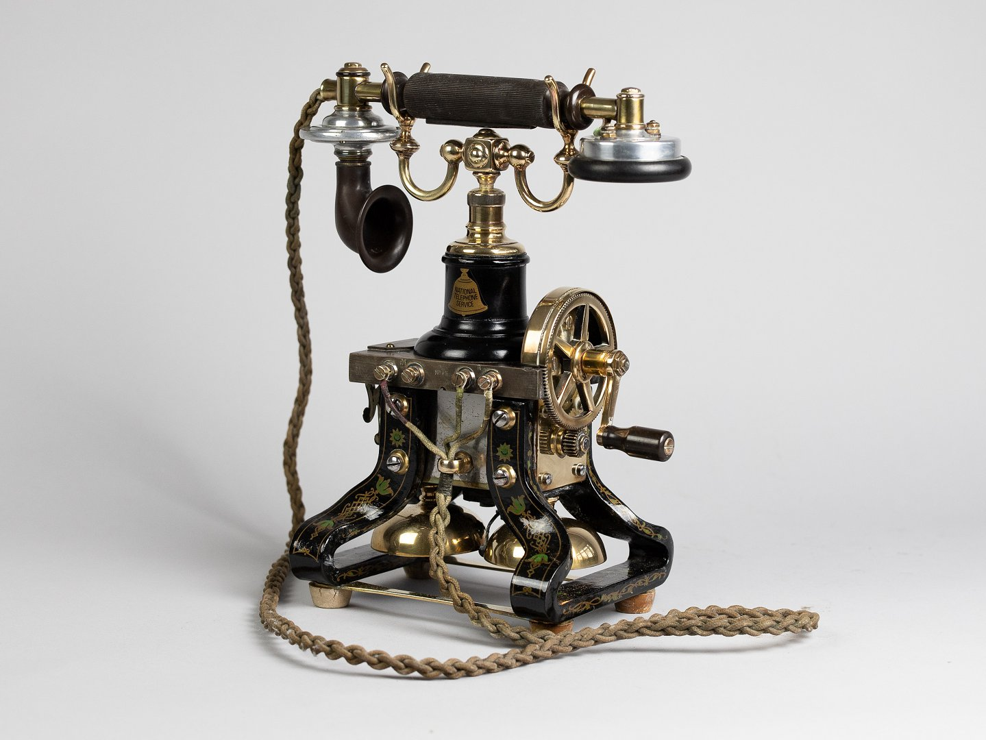 Skeleton telephone
